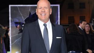 Bruce Willis utcazenésznek állt