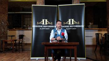 Vona Gábor azt javasolja, ne indulhassanak pártjelöltek az önkormányzati választáson