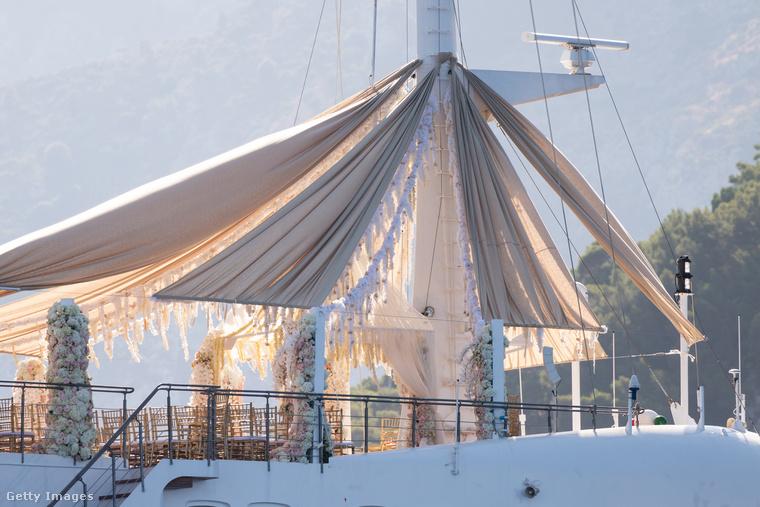 A jachton az aranykorszakban olyan hírességek is megfordultak, mint Maria Callas, Grace Kelly, Winston Churchill, Richard Burton, Elizabeth Taylor, Greta Garbo és Frank Sinatra