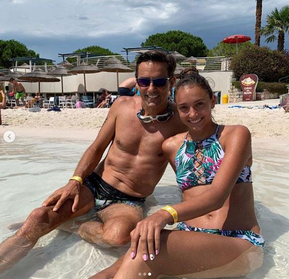 A családi nyaraláson Gajdos Tamás kisebbik lányával, Dominikával fürdőzött az olasz Riviérán.
