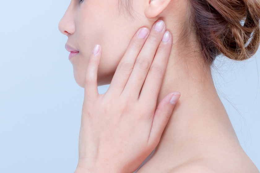 A fül mögötti akupresszúrás pont ellazítja a szemet, javítja a látást, és elűzi a fejfájást.