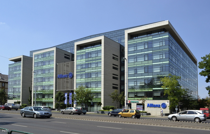 Az Allianz Hungária Biztosító Zrt. irodaháza a fõváros VIII. kerületében a Könyves Kálmán körút 48-ban.