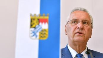 A bajor belügyminiszter szerint a bevándorlók előbb alkalmaznak erőszakot, mint a németek