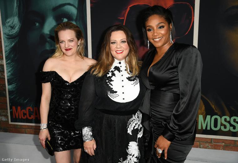 Aztán persze pózolt a film két másik főszereplőjével, az egyre csak fogyó Melissa McCarthy-val és Tiffany Haddish-sal is.