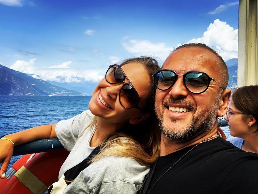 Majka és Dundika a Comói-tónál készült fotóin olyanok, mint a friss szerelmesek.