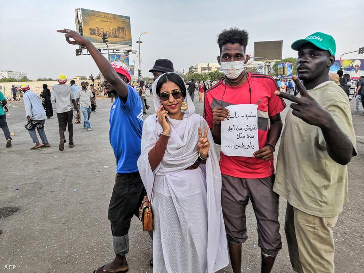 Tiltakozás Omar el-Besír elnök ellen