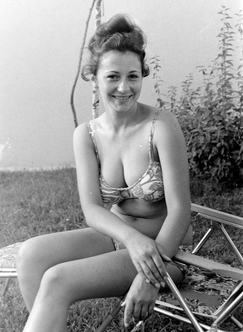A virágmintás bikinikre szavaztak akkoriban a legtöbben. A merevítős, ám szivacs nélküli felsőrészek számítottak a legnépszerűbbnek 1970-ben.