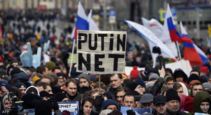 Ellenzéki gyűlés Moszkva központjában, 2019. március 10-én az internet szabadságának követelésére Oroszországban