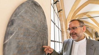 Múzeumba került az igazi Hófehérke síremléke