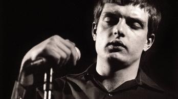 Megrongálták a Joy Division énekesének sírját
