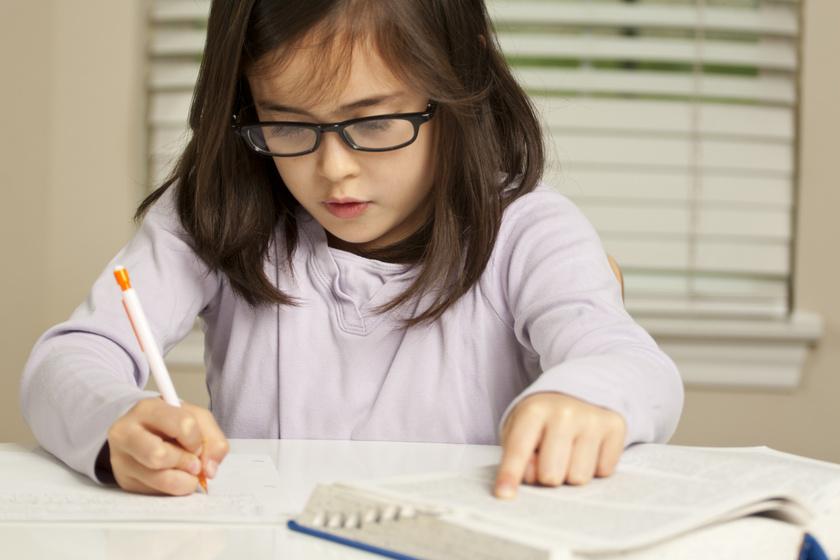 Így hat a gyerek agyára, ha idegen nyelvet tanul: nem csak a teljesítménye nő