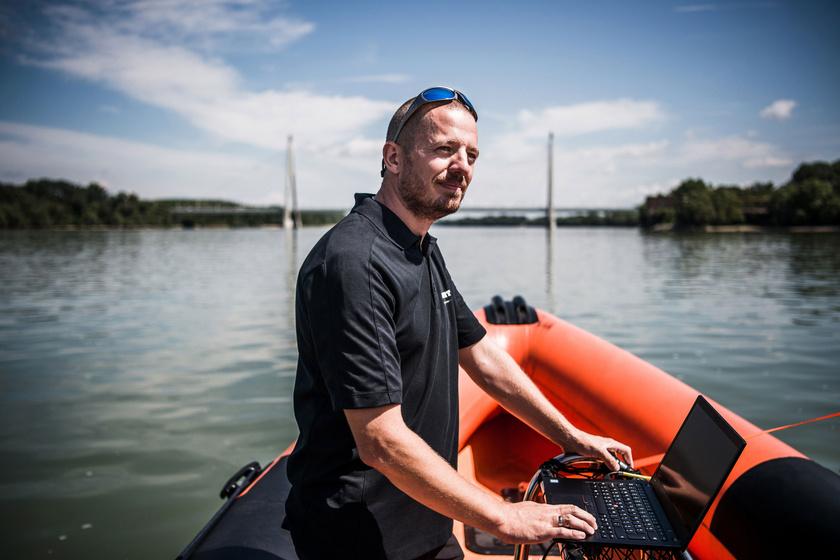 Bajdik János, a Norbit Hungary Kft. sales managere. A társaság side image képalkotó szonárokkal segített az aknamentesítő hajót a roncs fölé pozicionálni.