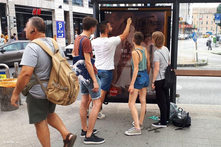 Reklám tisztogatás a Blaha Lujza téren 2019. augusztus 6-án