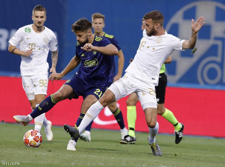 Miha Blazic, a Ferencváros (j) és Bruno Petkovic, a Zágráb (b2) játékosa a labdarúgó Bajnokok Ligája selejtezőjének harmadik fordulójában játszott FTC - GNK Dinamo Zagreb első mérkőzésen a zágrábi Maksimir Stadionban 2019. augusztus 6-án
