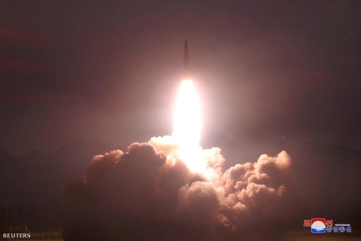 Rakéta teszt Észak-Koreában ismeretlen helyszínen 2019. augusztus 7-én, a KCNA által kiadott felvételen