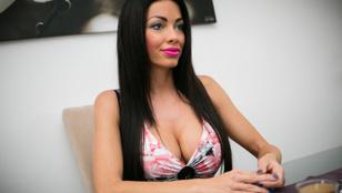 Voksán Virág visszatért egy újabb bikinis fotóval