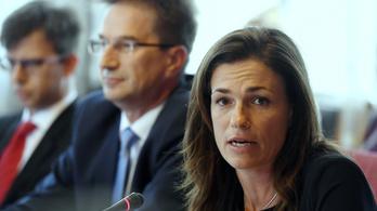 Varga Judit államtitkára szerint a jegyzőket kifejezetten felhatalmazza a törvény, hogy kampányoljanak