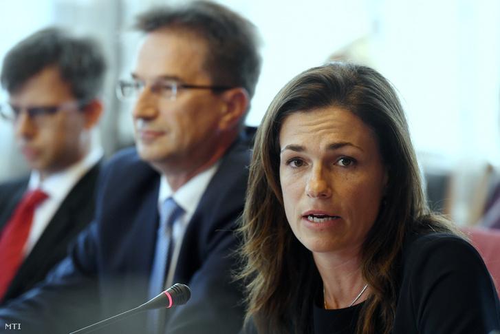 Varga Judit az Országház Nagy Imre termében 2019. július 4-án, háttérben Völner Pál
