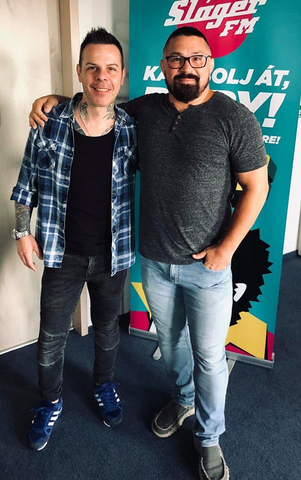Csordás Tibi Bárdosi Sándorral a Sláger FM stúdiójában 2019 augusztusában.