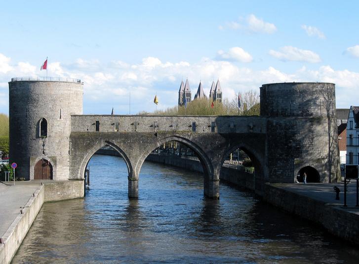 A tournai Pont des Trous a bontás előtt