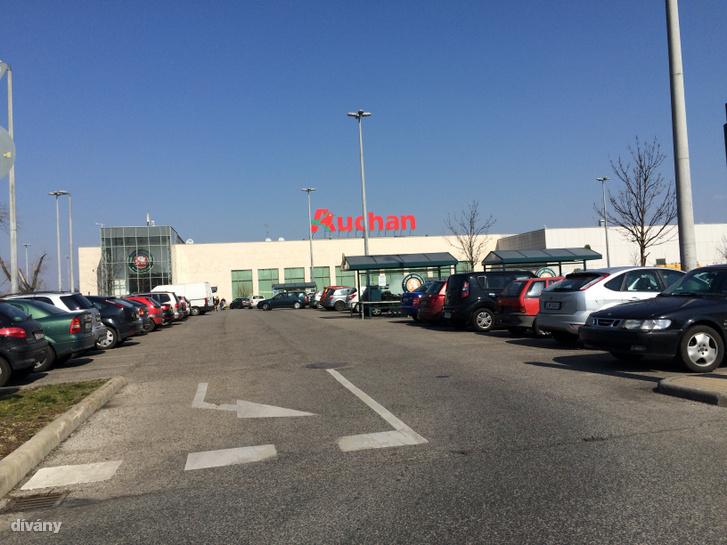 Az óbudai Auchan parkolója