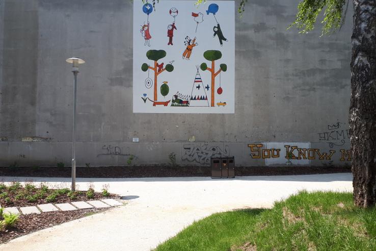 A Janikovszky Éva emlékét idéző falfestmény, melyet Réber László mesekönyv-illusztrációi ihlettek