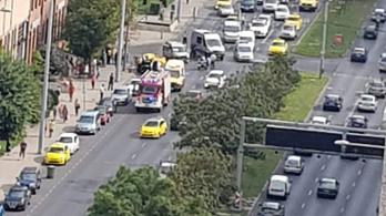 Felborult egy taxi Óbudán