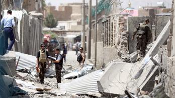 A tálibok autóba rejtett pokolgéppel támadtak egy rendőrőrst