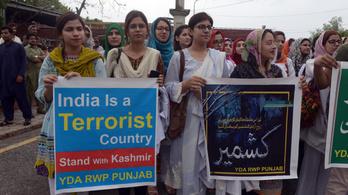 Pakisztán kiutasítja az indiai nagykövetet, felfüggeszti a kereskedelmet