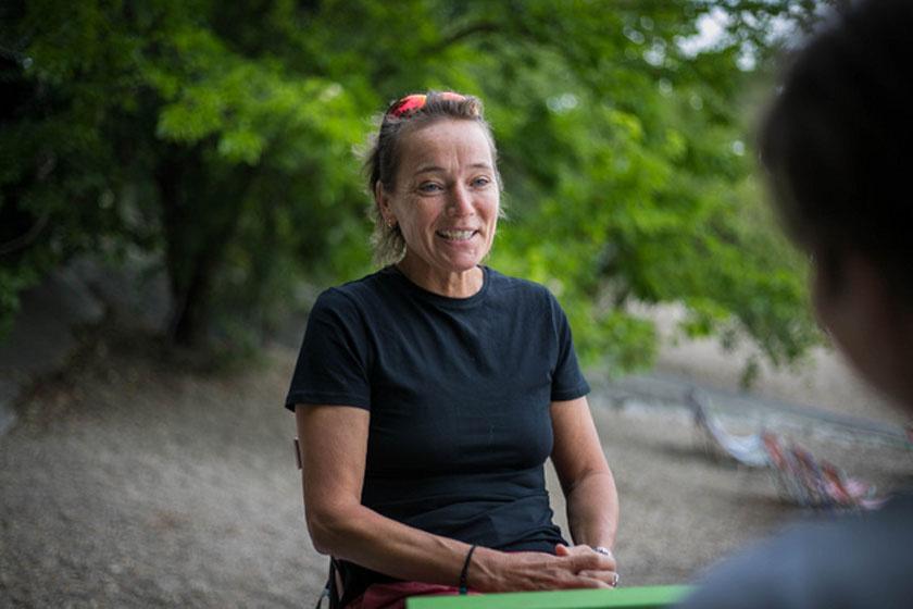 Tóth Mária környezetvédelemre neveli kis tanítványait, az Ökomókusokat: a budapesti tanárnő a szelektív hulladékgyűjtésre, a komposztálásra, a szemetelés mellőzésére, a PET-palackok kerülésére tanítja a gyerekeket, rendkívül fontos tudást átadva a kicsiknek.