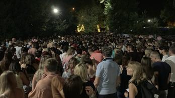 A pultokon keresztül menekültek Ed Sheeran koncertje alatt a pánikoló emberek