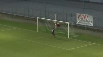 Ritkán látni ilyen szórakoztató félpályás potyagólt, mint a Győr-Gyirmót meccsen