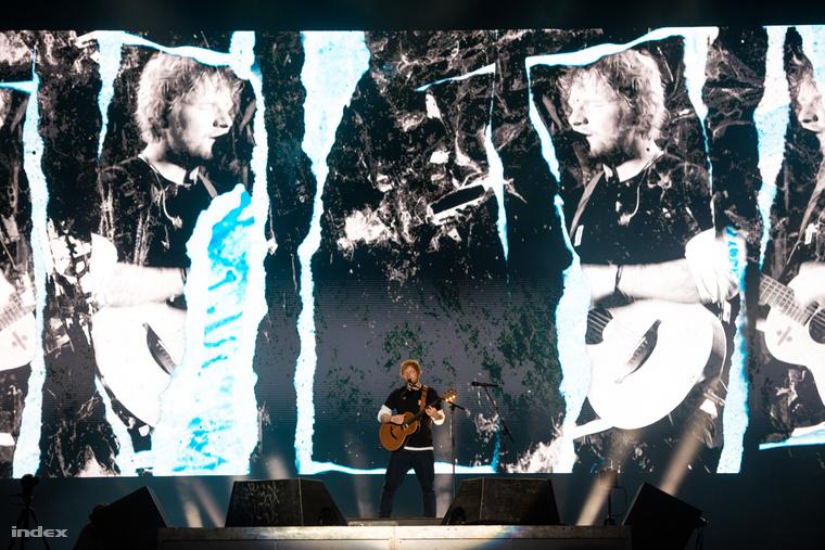 És többek között ott még volt a Sheeran-koncert előtt a VIP-ban Zimány Linda, Pataki Ági, Győrfi Pál, Gönczi Gábor és Rákay Philip is, a VIP-n kívül pedig rengeteg lelkes Sheeran-rajongó, akikről külön posztot készítettünk, amit itt lehet megnézni.