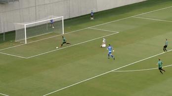 Üres kapura vezette a labdát, de kihagyta a magyar focista