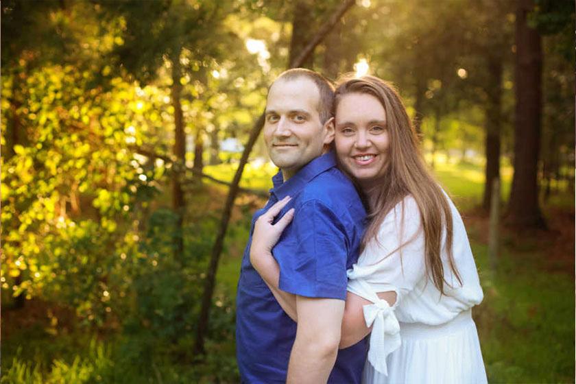 Elolvasott néhány oldalt közös naplójukból, és újranézte a családi fotókat.