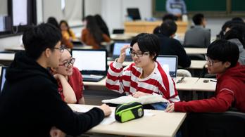 Robotgyár vagy teljes megfigyelés: Kínában fejlesztik az oktatás jövőjét