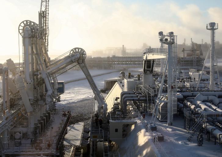A sarkvidéki tartályhajó, Christophe de Margerie, amelyet Sovcomflot üzemeltet, cseppfolyósított földgázt töltve a Yamal LNG üzemben, Sabetta kikötőjében, az Ob-öböl, a Kara-tenger nyugati partján. A kikötő cseppfolyósított földgázszállításra szolgál, és egész évben lehetővé teszi a navigációt az Északi-tengeri útvonalon.
