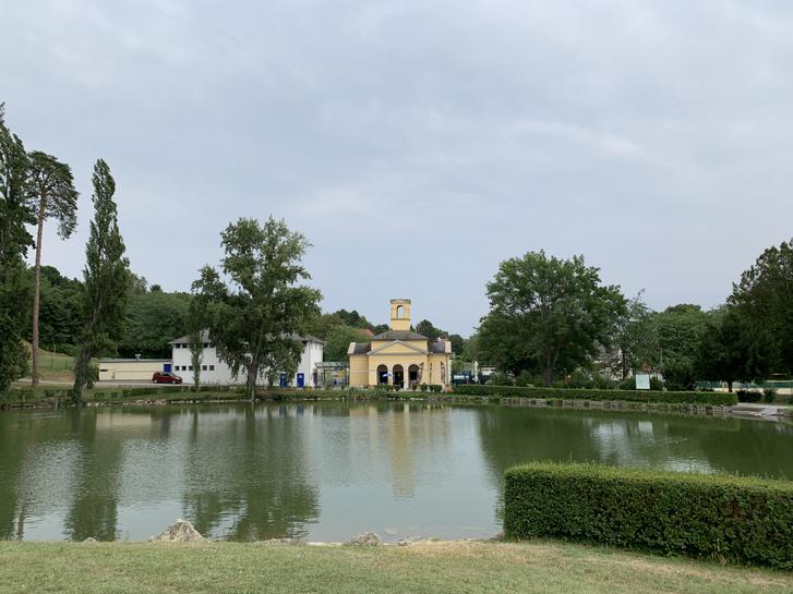 A kismartoni kastély kertjének gépháza ma