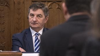 Belföldi repkedésbe bukott bele a lengyel parlament házelnöke