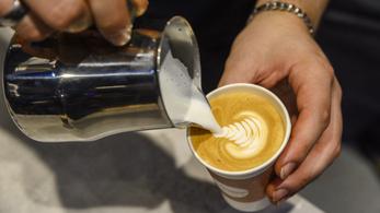 Tényleg kijózanodhatunk egy erős kávétól?