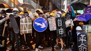 Hongkong csatatérré vált, Peking már fenyeget