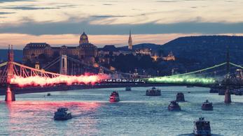 A Szabadság hídon tiltakoztak a Honvéd-drukkerek