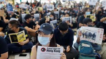 Háromnapos tüntetés kezdődött a hongkongi repülőtéren