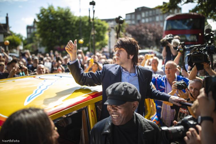 Amiben a Fab Four nevű Beatles tribute együttes tagjai érkeztek a helyszínre