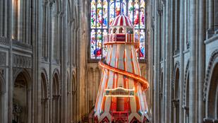 Csúszdatornyot építettek egy 800 éves angol székesegyházba