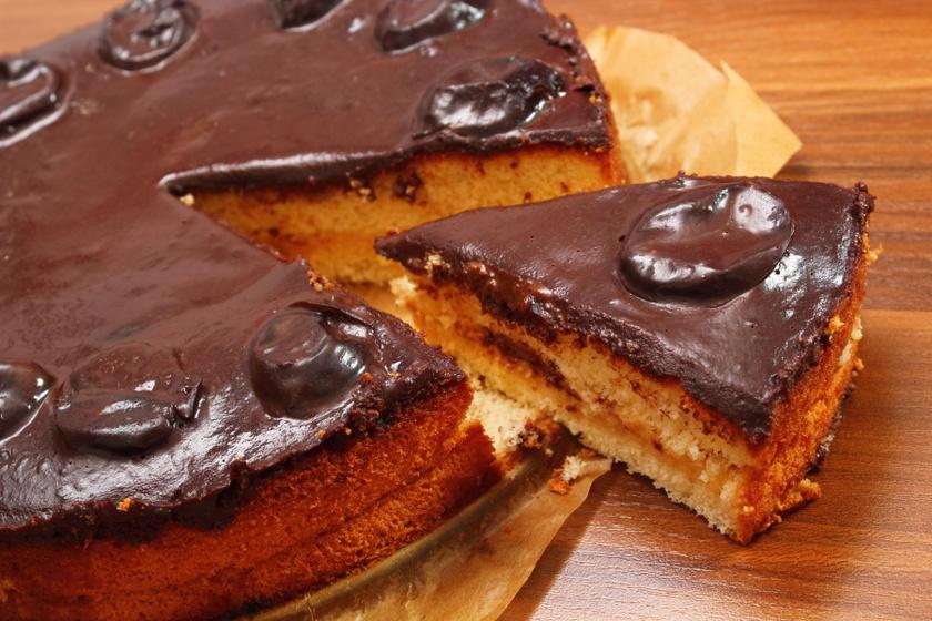 Ellenállhatatlan csokis-szilvás piskóta: erre figyelj a tészta készítésekor