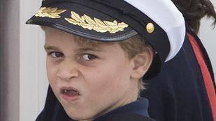 Így grimaszolt a kamerába György herceg és Charlotte hercegnő