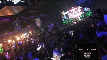 Így zajlott Kenderesi estéje az éjszakai bárban