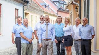 DK-s és Mi Hazánkos támogatással indulnak rá a közös ellenzéki jelöltre Esztergomban