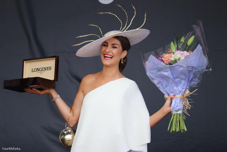 Az esemény voltaképpen egy szépségverseny, ahol pompás kalapokba öltözött nők vetélkednek az első helyért